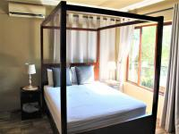 Main Bedroom - 24 square meters of property in Rooihuiskraal