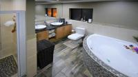 Main Bathroom - 13 square meters of property in Rooihuiskraal