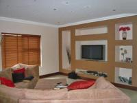 Lounges - 93 square meters of property in Alberton