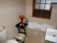 Main Bathroom - 3 square meters of property in Green Point