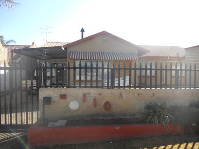 Standard Bank Repossessed 3 Bedroom House on online auction in Krugersdorp - MR32457