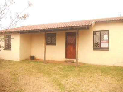Standard Bank Repossessed 2 Bedroom Apartment for Sale on online auction in Krugersdorp - MR32529