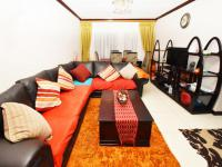 Lounges - 16 square meters of property in Summerset