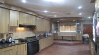 Kitchen - 37 square meters of property in Strubensvallei