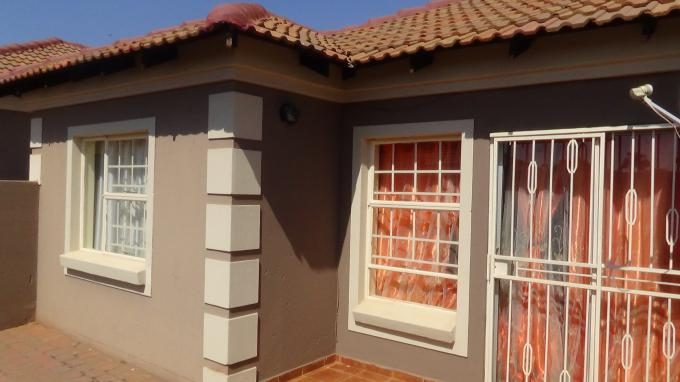 2 Bedroom House for Sale For Sale in The Orchards - MR326095