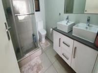 Main Bathroom - 18 square meters of property in Randburg