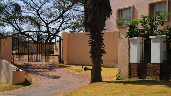 Standard Bank EasySell 5 Bedroom House for Sale in Constantiapark - MR327902