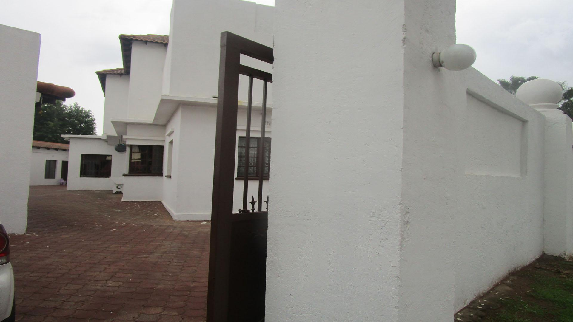 Front View of property in Selection park