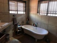 Main Bathroom - 14 square meters of property in Kameeldrift