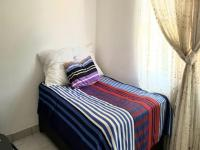 Bed Room 1 - 10 square meters of property in Safarituine