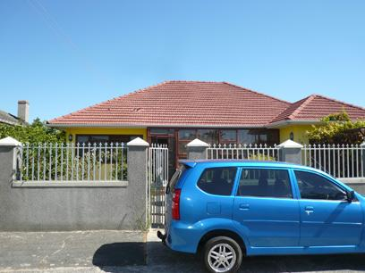 3 Bedroom House For Sale in Parow Central - Private Sale - MR33440