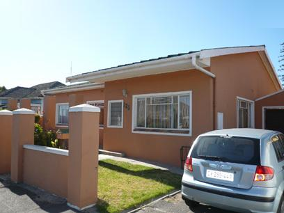 3 Bedroom House For Sale in Parow Central - Private Sale - MR33441