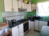 Kitchen of property in Richmond Crest