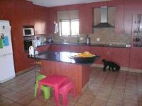 Kitchen - 24 square meters of property in Die Wilgers