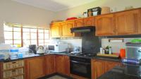 Kitchen - 11 square meters of property in Safarituine