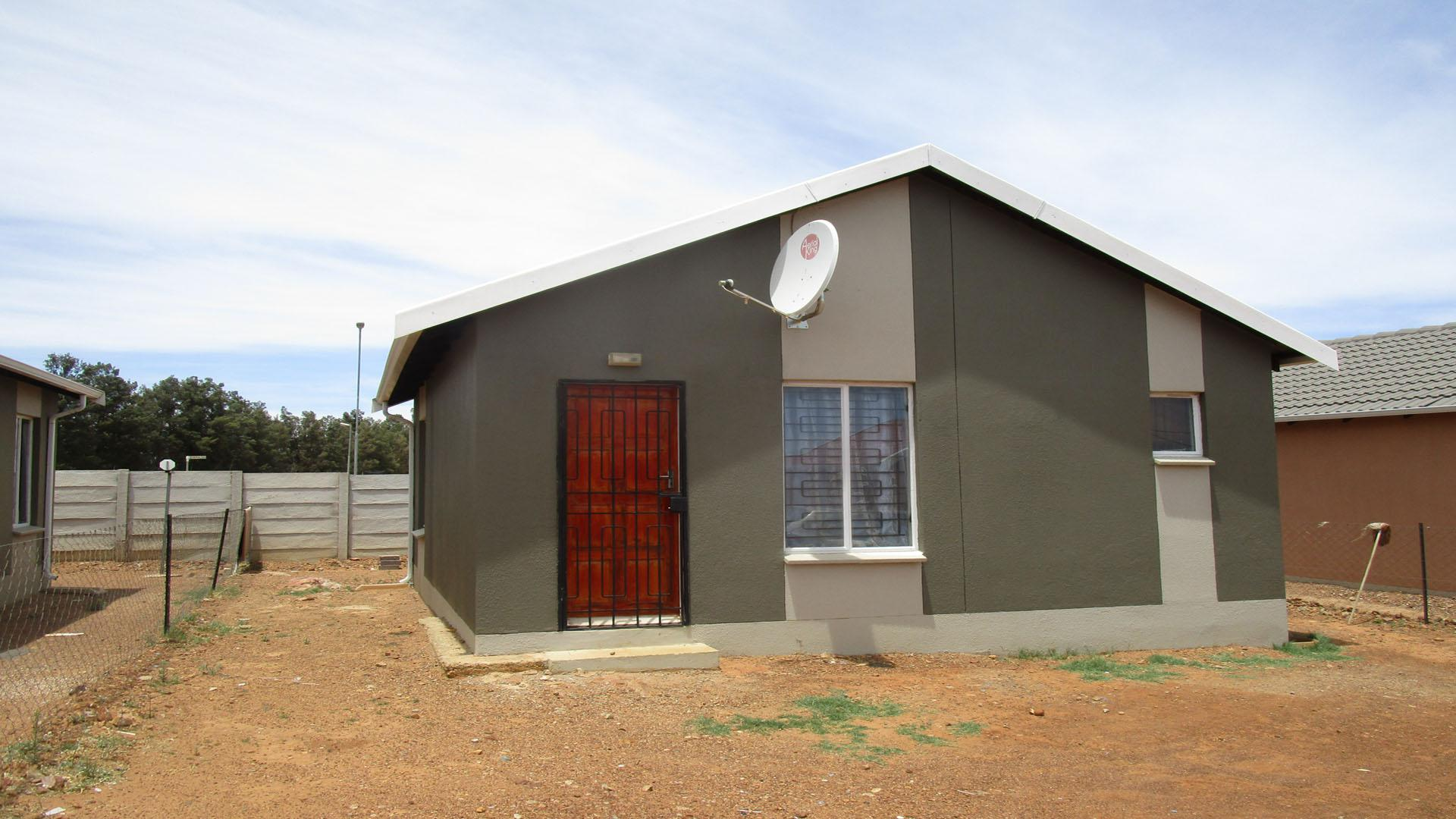 Front View of property in Savanna City