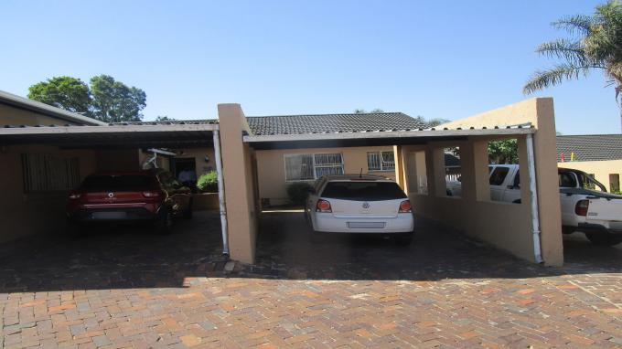 Standard Bank EasySell 3 Bedroom Sectional Title for Sale in Buccleuch - MR337583