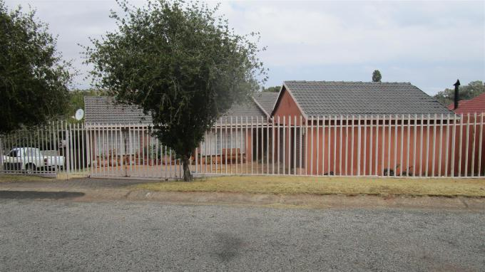 Standard Bank EasySell 3 Bedroom House for Sale in Wilropark - MR339047