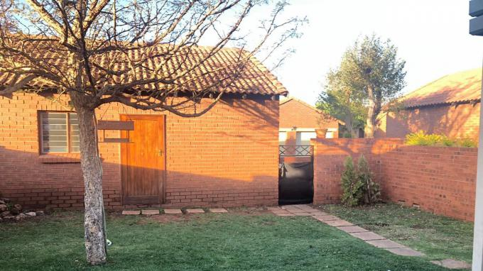 2 Bedroom Simplex to Rent in Highveld - Property to rent - MR339738