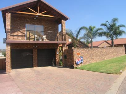 3 Bedroom House for Sale For Sale in Garsfontein - Home Sell - MR34105