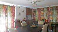 Dining Room - 25 square meters of property in Mondeor