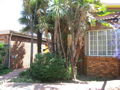 2 Bedroom House for Sale For Sale in Garsfontein - Home Sell - MR34158