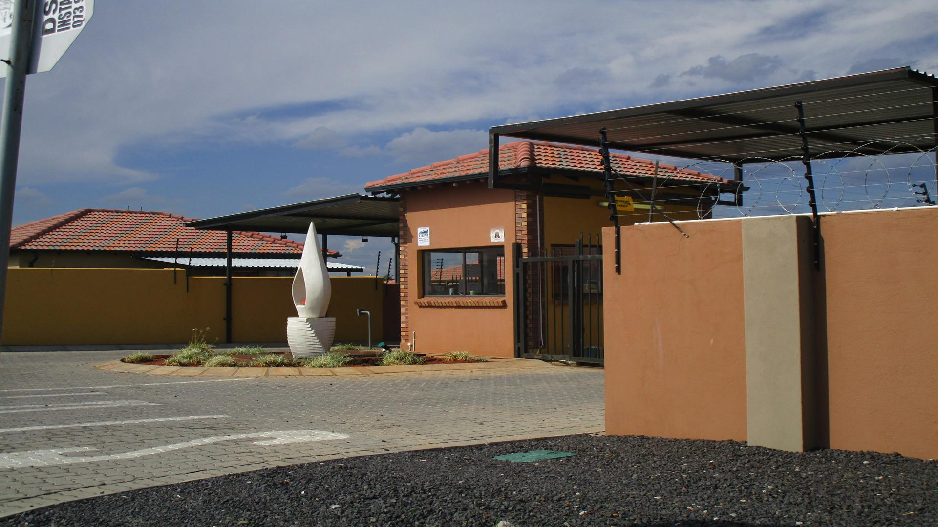 Front View of property in Waterkloof (Rustenburg)