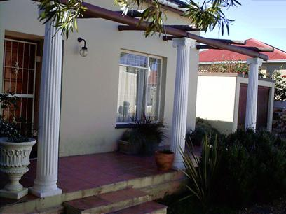 3 Bedroom House For Sale in Strand - Private Sale - MR34283