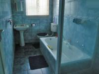 Bathroom 2 - 8 square meters of property in Windsor