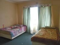 Bed Room 1 - 17 square meters of property in Windsor