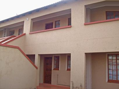 2 Bedroom Simplex for Sale For Sale in Roodepoort - Private Sale - MR34421