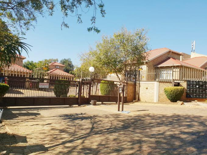3 Bedroom Sectional Title for Sale and to Rent For Sale in Wilgeheuwel  - MR344218