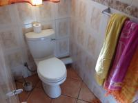 Main Bathroom - 2 square meters of property in Greenhills