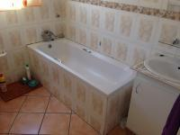 Bathroom 1 - 5 square meters of property in Greenhills