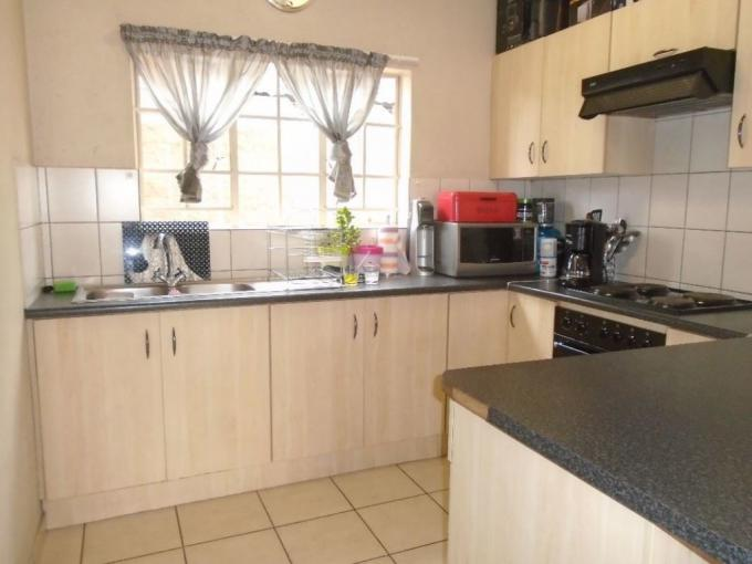 2 Bedroom Apartment for Sale For Sale in Waterkloof (Rustenburg) - MR347523