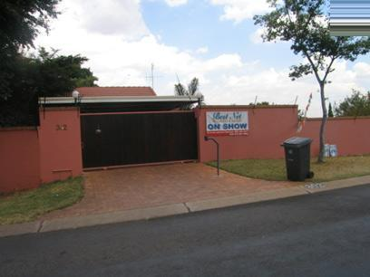 6 Bedroom House For Sale in Waterkloof Ridge - Private Sale - MR35103