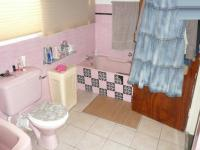 Main Bathroom - 9 square meters of property in Lynnwood