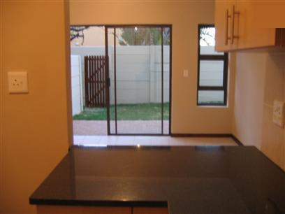 2 Bedroom Apartment To Rent in Bloubergrant - Private Rental - MR35289