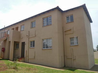 3 Bedroom Apartment for Sale For Sale in Roodepoort - Private Sale - MR35292