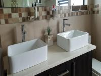 Main Bathroom - 8 square meters of property in Pretoria Central