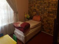 Bed Room 2 - 19 square meters of property in The Orchards