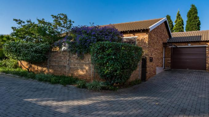 2 Bedroom Sectional Title for Sale For Sale in Wilgeheuwel  - Home Sell - MR358409