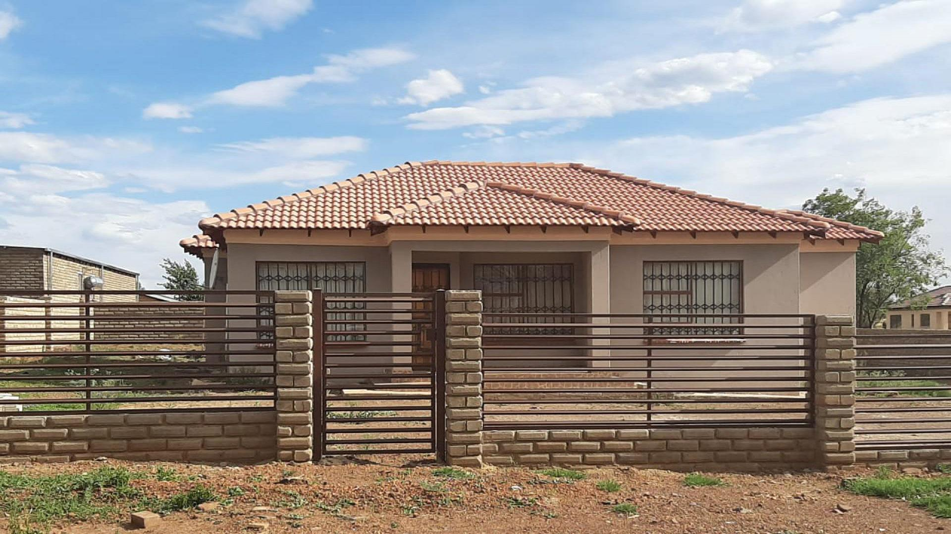 Front View of property in Zeerust