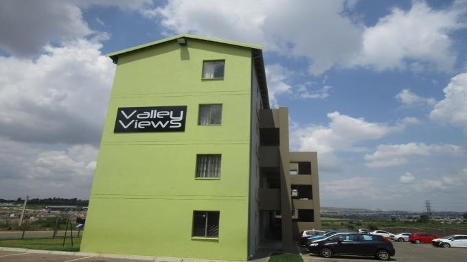 Standard Bank EasySell 2 Bedroom Sectional Title for Sale in Fleurhof - MR359251