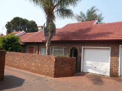 3 Bedroom Duet For Sale in Pretoria North - Home Sell - MR36277