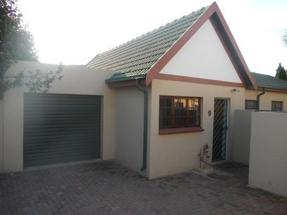 2 Bedroom Simplex for Sale For Sale in Weltevreden Park - Home Sell - MR36486