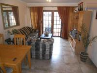 Lounges - 22 square meters of property in Weltevreden Park