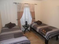 Bed Room 1 - 15 square meters of property in Weltevreden Park