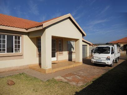 Standard Bank Mandated 2 Bedroom House on online auction in The Orchards - MR36501