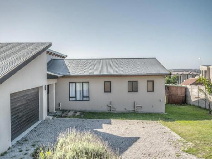 Standard Bank EasySell 3 Bedroom House for Sale in Theescombe AH - MR365098